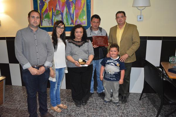 'Carrilleras a la cazuela' recibe la placa como plato ganador de la Jornada del Puchero de Gálvez